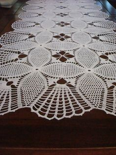 2015 Christmas Lace Crochet Table Runner Pattern - Christmas Crafts, Table Decor