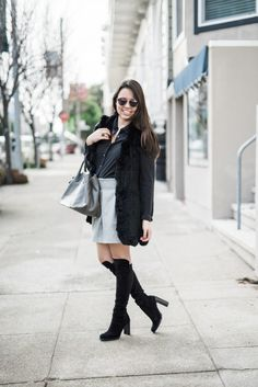 I can't get over how cute this monochromatic outfit is! So perfect for winter, and that grey bag gives this a great chic touch.