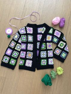 New Crochet Poncho Toddler Granny Square - Diy Crafts - Marecipe Gilet Crochet, Crochet Coat, Crochet Cardigan Pattern, Crochet Jacket, Crochet Clothes, Crochet Patterns, Point Granny Au Crochet, Crochet Squares Afghan, Granny Square Crochet Pattern