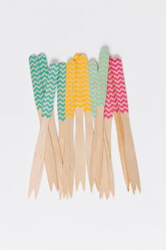 Wooden Chevron Cocktail Forks in so many fun colors! Perfect party decor! #cheers | via Etsy.
