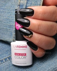 Black nails / black long nails / glam halloween nails design Halloween Nail Designs, Halloween Nails, Black Nails, Nails Design, Long Nails, Black Nail, Halloween Nail Art