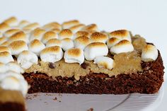 Brownie Cookie Dough Marshmallow Pie!