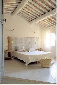 Rustic bedroom ~ The petite Bastide in Luberon, Provence Dream Bedroom, Home Bedroom, Modern Bedroom, Bedroom Decor, Master Bedroom, Simple Bedrooms, Calm Bedroom, Bedroom Rustic, Bedroom Ceiling