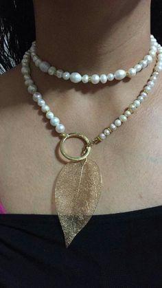 leaf charm and pearl choker Leaf Jewelry, Stone Jewelry, Wire Jewelry, Jewelry Crafts, Beaded Jewelry, Jewelery, Jewelry Necklaces, Handmade Jewelry, Unique Jewelry