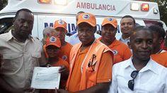 Máximo Soriano Entrega recursos y equipos a los organismos de socorro en La Caleta.