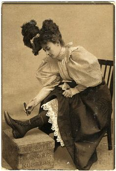 Putting on a pair of Gandees Rubbers protective boots with the aid of a button hook (ah! finally see what a button hook is good for*) Victorian Photos, Victorian Women, Edwardian Era, Edwardian Fashion, Antique Photos, Vintage Pictures, Vintage Photographs, Old Pictures, Old Photos