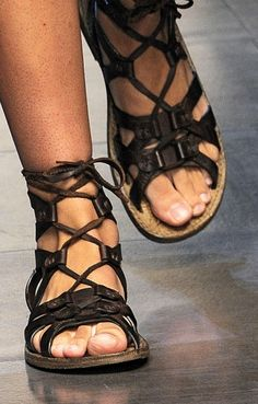 Black Gladiator Sandals, Low Heel Sandals, Leather Sandals, Shoes Sandals, Gladiators, Mens Fashion Casual Shoes, Trendy Shoes, Mode Masculine, Designer Shoes On Sale