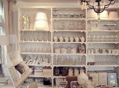 Silo 6, loads of living, houten vloeren, lamelplanken, sloophout kasten en tafels, brocante bedden en kasten