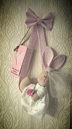 pattern by mondo fantasia Bunny Crafts, Doll Crafts, Easter Crafts, Fabric Toys, Felt Fabric, Fabric Crafts, Craft Projects, Sewing Projects, Diy And Crafts