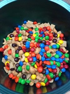 Easy Snack Mix  (Looks delicious!)