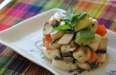 Tartar de champiñones, palta y tomate >>>> http://www.srecepty.es/tartar-de-champinones-palta-y-tomate