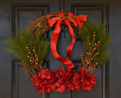 Traditional Christmas Wreath in with Red Silk por KutItOutCrafts