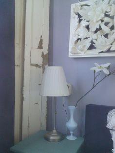... muur contrasten more lavendelblauwe muur an old oud verweerd muur