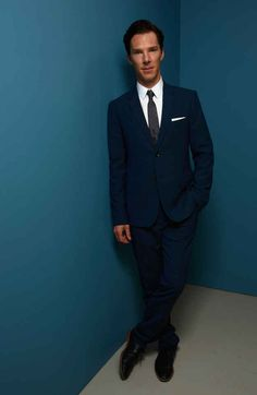 When he casually crossed one foot over the other and made standing in an empty corridor look ridiculously cool. | 18 Times Benedict Cumberbatch Looked Like An Absolute GOD In A Suit