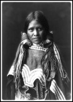 Jicarilla Apache Girl. Photo by Edward S. Curtis.