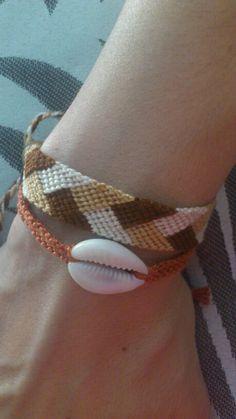 New combinations by friendshipbracelettherapy Diy Jewelry, Jewelry Making, Cash Wallet, Macrame Bracelets, Anklets, Friendship Bracelets, Projects, Log Projects, Blue Prints