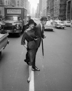 Simone D'Aillencourt in New York City for Harper's Bazaar, mid 1950s. Photo by William Helburn (via Tumblr)