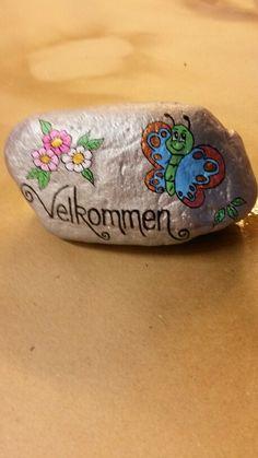 Lille velkomst sten malet med acryl maling og posca tusser