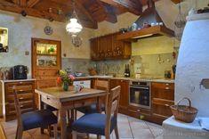 Tornácos ház, kerekes kút, vidéki idill – Házból Otthont Cottage Homes, Sweet Home, Table, Furniture, Home Decor, Rabbit, Lady, Google, Ideas
