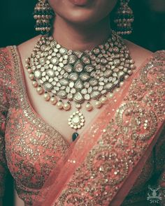 Names of 9 Popular Bridal Necklace Types for Indian Brides! *With Photos* Indian Jewelry Sets, Indian Wedding Jewelry, India Jewelry, Gold Jewelry, Leather Jewelry, Jewelry Logo, Jewelry Bracelets, Pandora Jewelry, Modern Jewelry