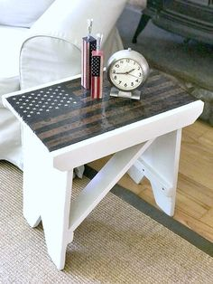 American flag side table/ bench tutorial. It went from trash to treasure! Homeroad.net #trashtotreasure #Americanflag #redwhiteandblue #americana #vintage