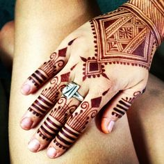 I went through the trouble of applying a sugar sealant and slept with my #henna…