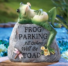 Collections Etc Frog Parking Only Hand-Painted Decorative Garden Stone with Pun - Outside Yard Décor, Grey Funny Frogs, Cute Frogs, Frog Statues, Garden Statues, Garden Sculptures, Decorative Garden Stones, Frog House, Frog Pictures, Frog Pics