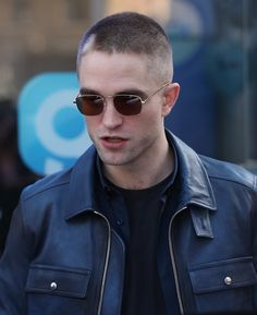 - Rob is spotted arriving at Global Radio Studios in London UK Robert Pattinson Movies, Robert Douglas, Suki Waterhouse, Kellan Lutz, Elizabeth Gillies, Edward Cullen, Taylor Lautner, Phoebe Tonkin, Joe Jonas