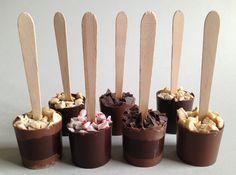 #Gastgeschenk zur winterlichen Hochzeit: DIY Schokoladen-Löffel - für die heiße Schokolade - mit Anleitung zum Selbermachen. Als