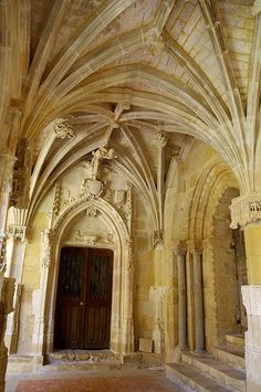 Cadouin-cloitre 13 portes - Abbaye de Cadouin . Dordogne. Aquitaine