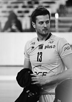 Remember that hope feeds, but doesn't fattens Volleyball, Black And White, Guys, My Love, Sports, Men, Fashion, Hs Sports, Moda