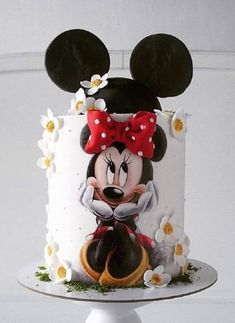 Minnie Mouse Daisy Cake with Bow & Mouse Ears - Cake Decorating Dıy Ideen Bolo Mickey E Minnie, Mickey Cakes, Mickey Mouse Cake, Mini Mouse Cake, Minnie Mouse Birthday Cakes, Baby Birthday Cakes, Mickey Birthday, Mickey Party, Fondant Cakes