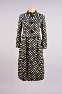 Origins of the popular in fifties fashion polka dots from their beginnings in the early twentieth century cinema until now. Boat Neck Dress, Dot Dress, Silk Dress, Norman Hartnell, Fifties Fashion, Line Jackets, Suit Fashion, British Style, Black Silk
