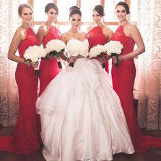 b82a9277ab189 Robe de soirée rouge moulante longue pour demoiselle d honneur avec mariée  en robe de