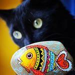 Our cat, Cricket, went fishing one day The pebble is handpainted by me. #cat #pebble #fish #fishing #black #blackcat #handmade #painted #handpainted #colorful #rainbow #contrast #colorshop #pebbleart #kavics #macska #cica #feketemacska #hal #szivárvány #kézzelfestett
