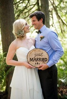 Wood slices are a great idea for any woodland, boho, rustic and organic wedding, and they are very affordable. You may use them for many different purposes . Wood Wedding Decorations, Wedding Themes, Wedding Signs, Wedding Photos, Wedding Ideas, Decor Wedding, Wedding Planning, Woodsy Wedding, Wedding In The Woods