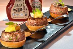 Em postagem anterior, eupubliquei a receita dos meus hambúrgueres caseiros. Hoje, o chef Wagner Resende do restaurante Chef Rougeensina trêsmolhos para hambúrguer. Molhos que tem um toque francêse acompanham perfeitamenteas receitas de hambúrgueres de carne. Essa receita foi desenvolvida pelo… Leia mais →