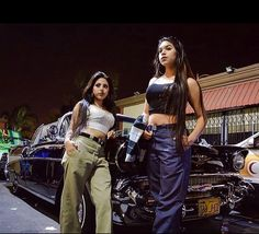 Yo,nice pic of 2 beautiful Chicas posing With a beautiful Cady in the back! Girl Outfits, Cute Outfits, Fashion Outfits, Teenager Outfits, Estilo Chola, Look Hip Hop, Chicano Love, Chicano Rap, Chola Girl