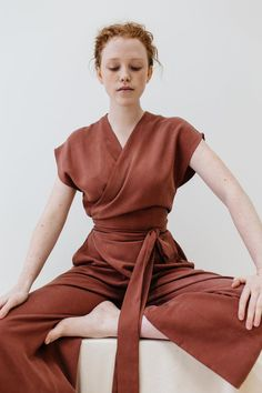 This jumpsuit looks so comfortable, plus the color is everything 👌 80s Fashion, Look Fashion, Trendy Fashion, Korean Fashion, Fashion Outfits, Womens Fashion, Fashion Tips, Fashion Trends, Fashion Styles