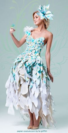 I love art made of paper, it's so cool something durable looking can be made from something as frail as paper Wearable Art - Paper Butterfly Dress Paper Fashion, Fashion Art, Fashion Show, Fashion Design, World Of Wearable Art, Paper Clothes, Paper Dresses, Barbie Clothes, Recycled Dress