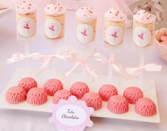 """perfect pirouettes"" ballerina party  {push-up pops: are these stands, or did they use an extra circle base as a stand?}"