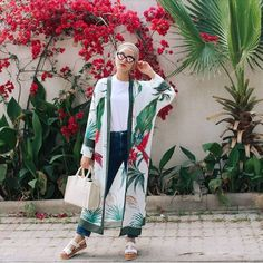 What to Wear With Floral Outer For Hijab Outfit – Hijab Fashion 2020 Hijab Fashion Summer, Modern Hijab Fashion, Muslim Fashion, Kimono Fashion, Modest Fashion, Modest Dresses, Modest Outfits, Style Kimono, Mode Abaya