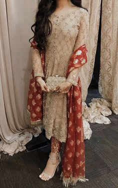22 Indian Wedding Dresses Ideas: Latest Indian Wedding Outfits - Page 2 of 2 - WeddingIncludes Pakistani Fancy Dresses, Fancy Wedding Dresses, Pakistani Fashion Party Wear, Designer Party Wear Dresses, Indian Fashion Dresses, Pakistani Dress Design, Indian Wedding Outfits, Indian Designer Outfits, Pakistani Outfits
