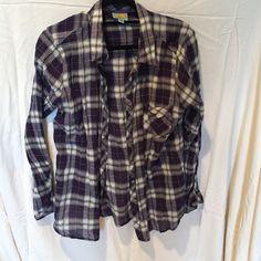 C&C California button down shirt This shirt is in good condition C&C California Tops Button Down Shirts
