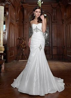 love this, I would so get married in this dress.