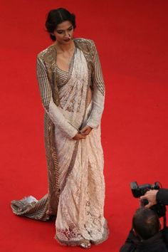 Sonam Kapoor- Saree - Sari don't like her nose ring or her pose but the outfits interesting