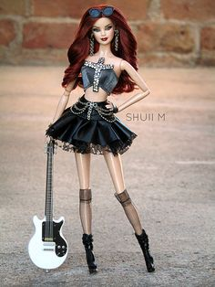 New NRFB 2004 Mattel G7915 With Guitar Hard Rock Cafe #2 Barbie Collector