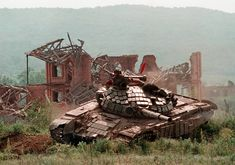 A Russian T-80 during the Battle of Grozny (1996) at the end of the First Chechen War. The Chechen rebel's successful counter-offensive and recapture of Grozny would end the First Chechen War. [1209x849]