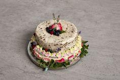 Tort piętrowy z kremem maślanym