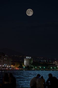 A August full moon over the city of Thessaloniki Greek Culture, Dark Paradise, Night Aesthetic, Thessaloniki, Beautiful Places In The World, Macedonia, Greece Travel, Clematis, Amazing Destinations